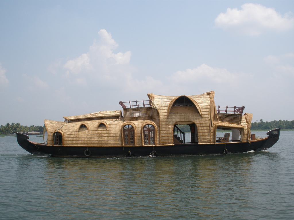 houseboat tours IN AND AROUND alleppey (alappuzha)