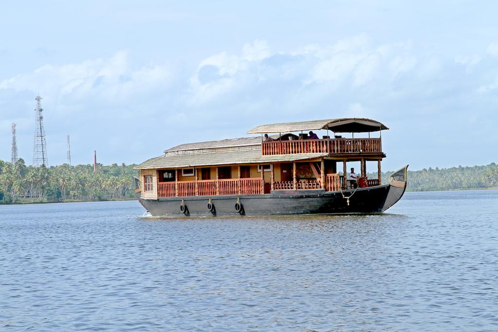 KOLLAM TO ALLEPPEY OR ALLEPPEY TO KOLLAM HOUSEBOAT CRUISE